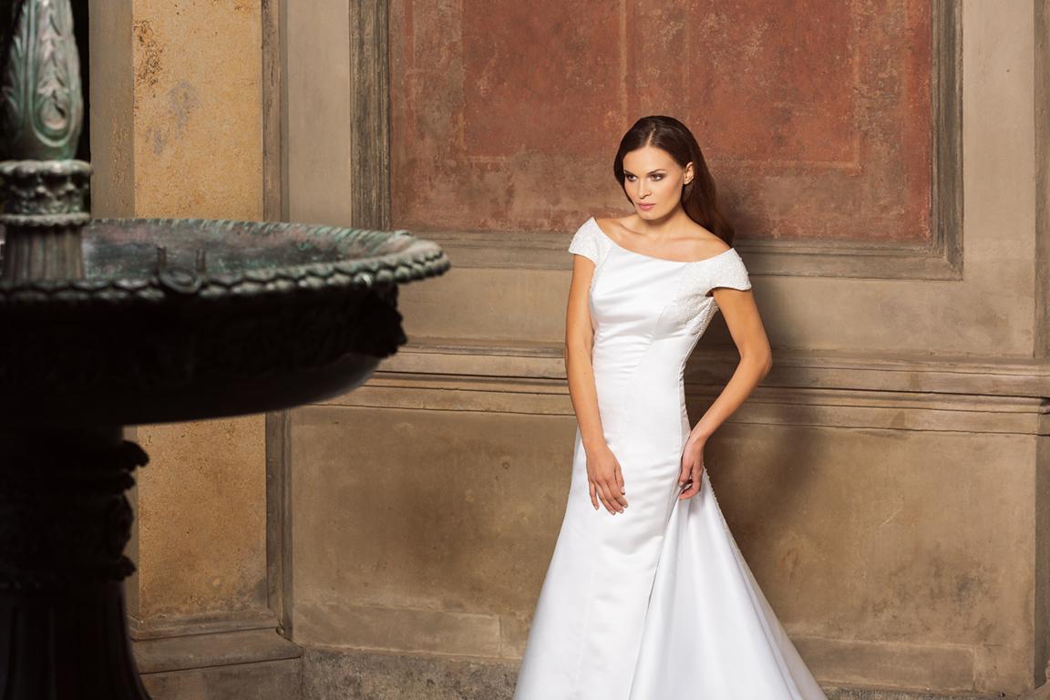 Myrelle Couture Marina Deynega Brautmode Hochzeit Abendmode Anzug Massgeschneidert Maj Garten 01