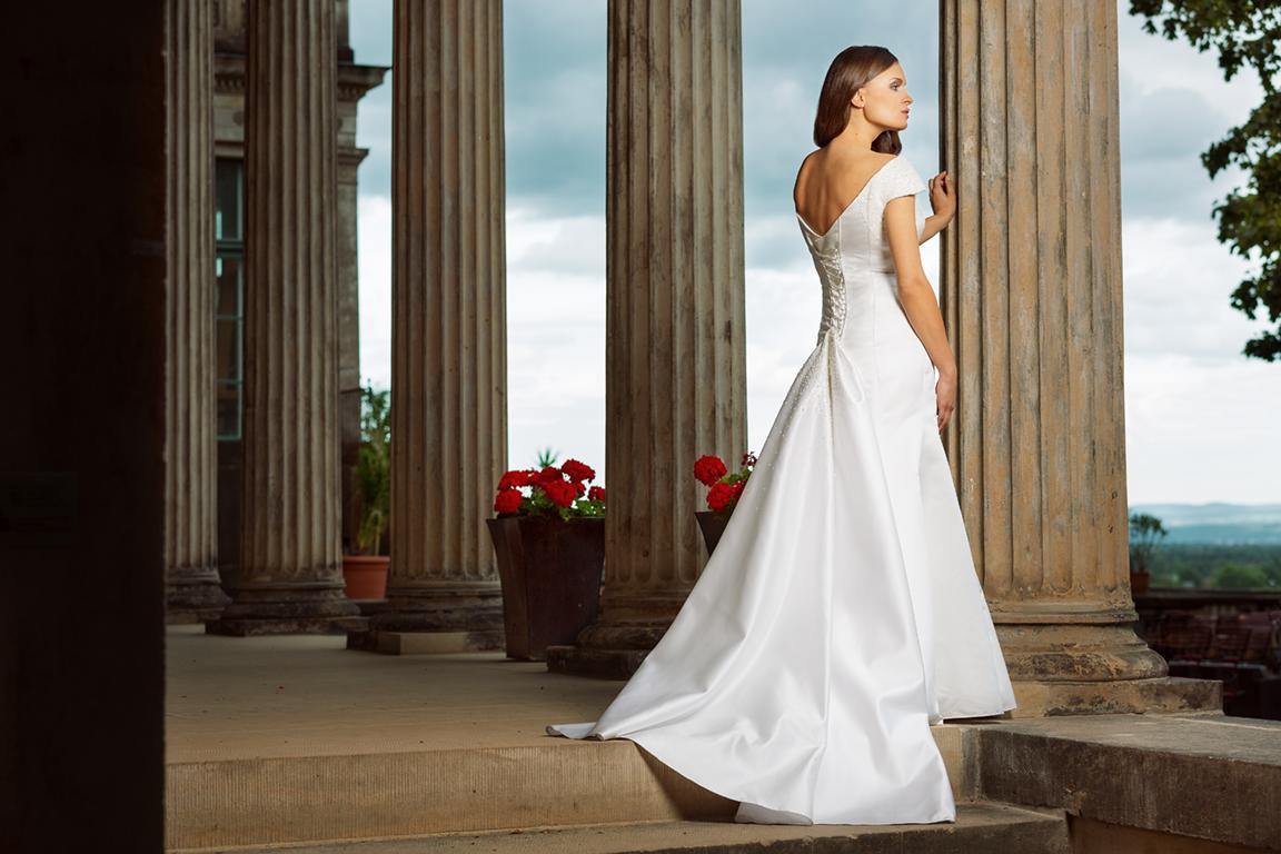 Myrelle Couture Marina Deynega Brautmode Hochzeit Abendmode Anzug Massgeschneidert Maj Garten 02