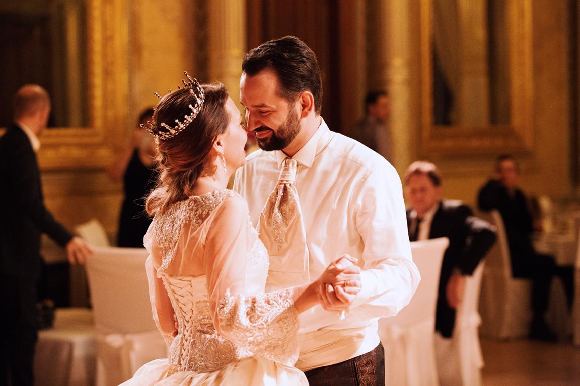 Myrelle Couture Marina Deynega Brautmode Hochzeit Anzug Massgeschneidert Royal Wedding Cm 02