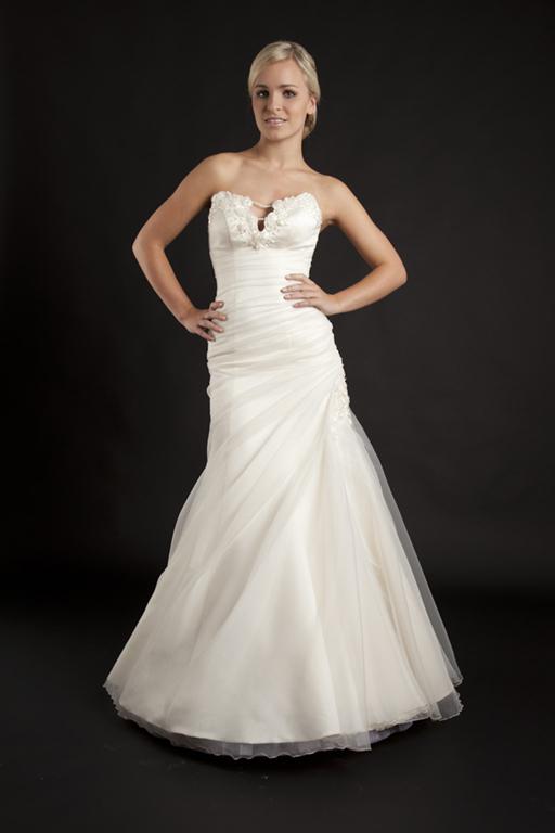 Myrelle Couture Marina Deynega Brautmode Hochzeit Abendmode Anzug Massgeschneidert Viktoria 09