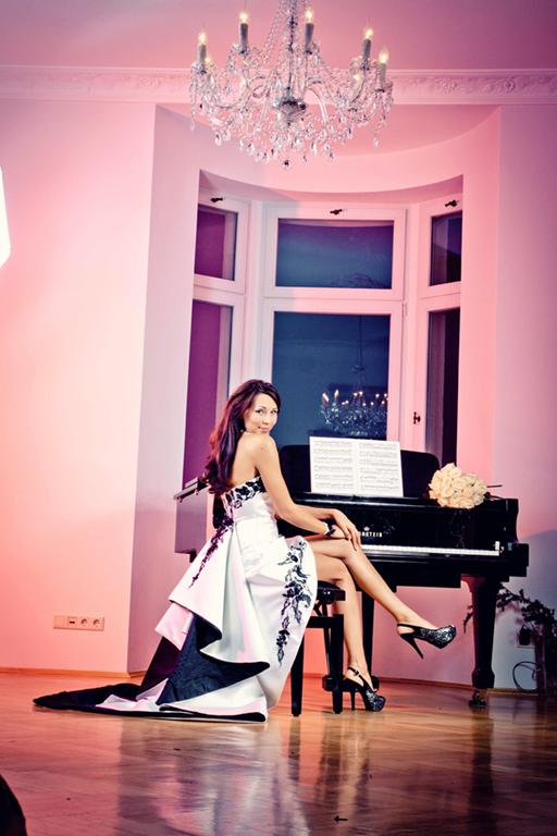 Myrelle Couture Marina Deynega Brautmode Hochzeit Anzug Massgeschneidert Anastasja Klavier 02