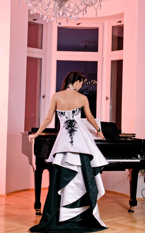 Myrelle Couture Marina Deynega Brautmode Hochzeit Anzug Massgeschneidert Anastasja Klavier 03